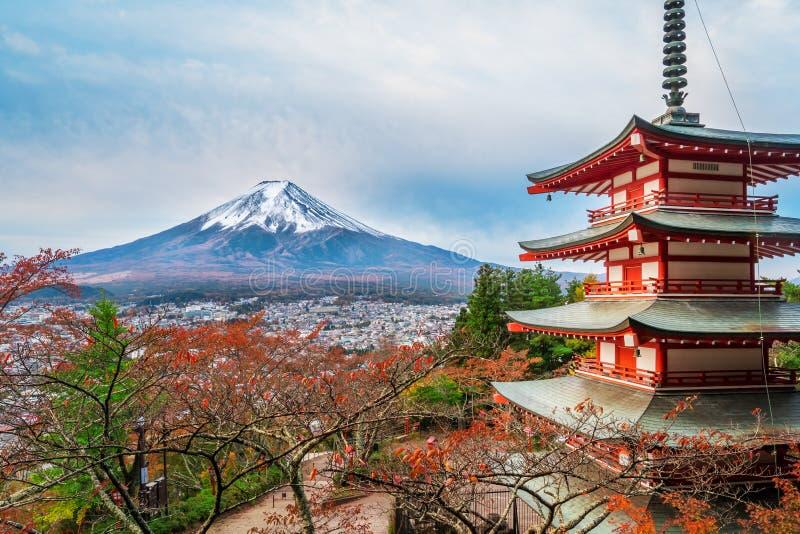Le mont Fuji, pagoda de Chureito en automne images stock
