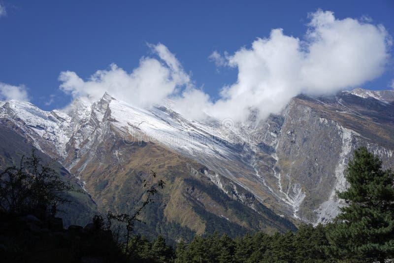 Le montagne nell'area di Annapurana fotografia stock