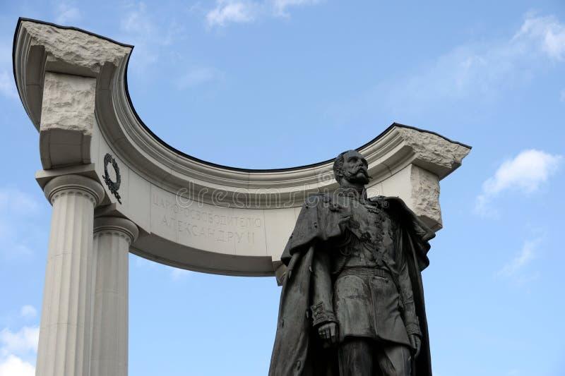 Le monument à Alexandre II le libérateur, près de la cathédrale du Christ le sauveur à Moscou image stock