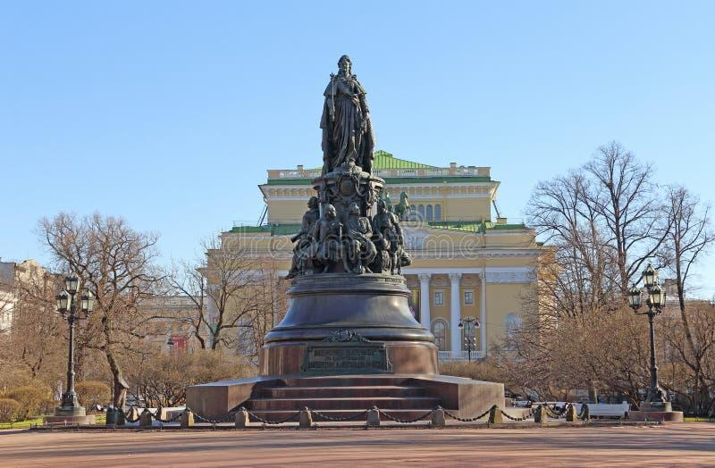 Le monument à la journée de printemps de Catherine The Great d'impératrice en pe de St photos libres de droits