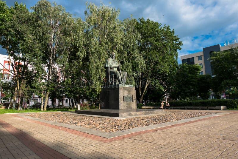 Le monument au satirique russe principal du Saltykov-Shchedrin du 19ème siècle dans la ville de Tver, Russie photos stock