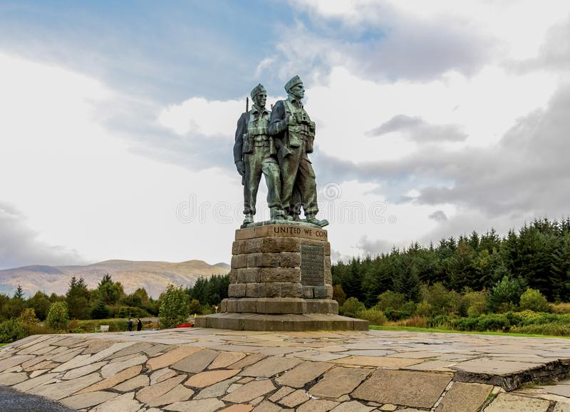Le monument commémoratif de commando près du village de pont de Spean, Lochaber, montagnes écossaises photo stock