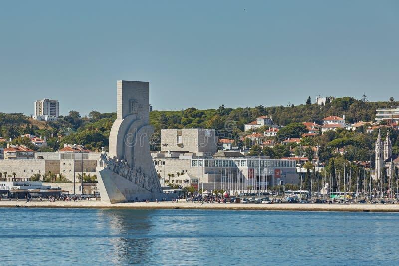 Le monument de découverte de DOS Descobrimentos de Padrao est un accomplissement architectural imposant dans le secteur de Belem  image libre de droits