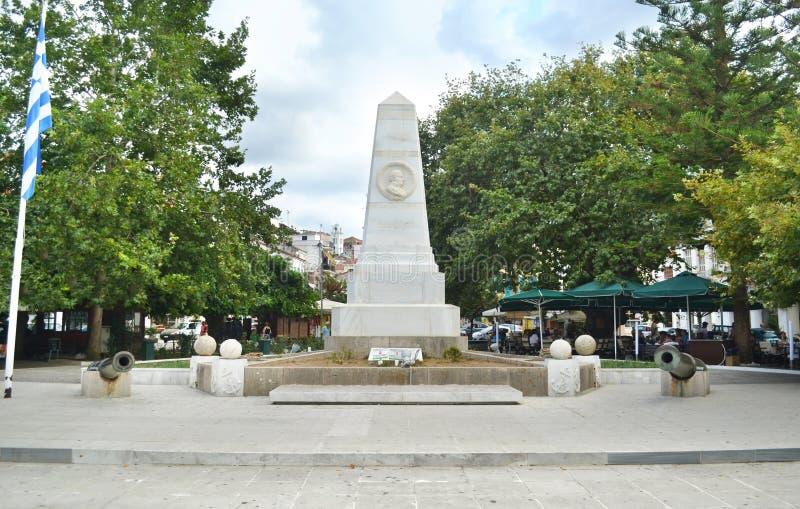Le monument de la bataille de Navarino aux trois amiraux ajustent Pylos Péloponnèse Grèce photo libre de droits