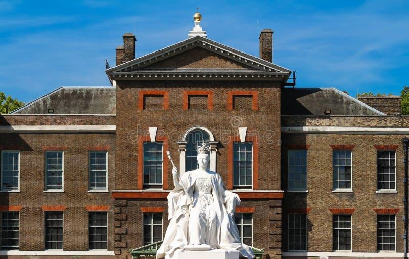 Le monument de la Reine Victoria près du palais de Kensington, Londres photo libre de droits