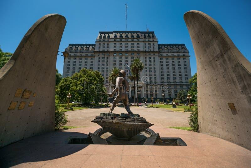Le monument du soldat à Buenos Aires images libres de droits