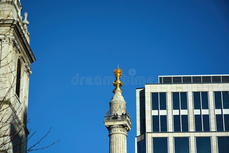 Le monument ? l'incendie grand de Londres LE R-U image stock