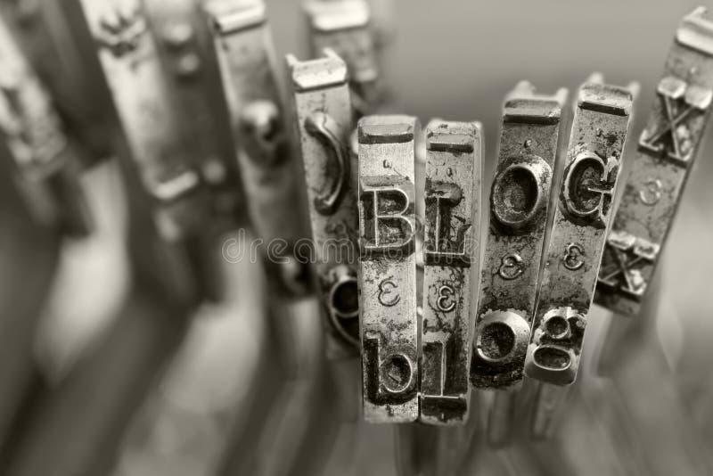 Le mot BLOG avec de vieilles clés de typwriter photo libre de droits