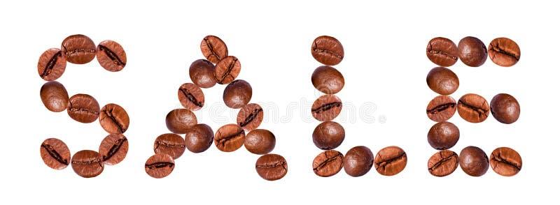 Le mot VENTE des grains de café photos stock