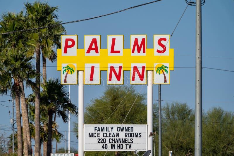 Le motel d'auberge de paumes, un établissement possédé par la famille pour des voyageurs sur US-8 L'hôtel a photo libre de droits