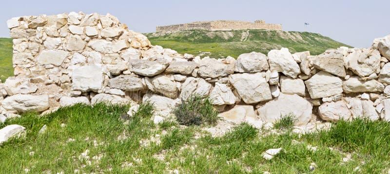Le mur cananéen et la forteresse israélite au téléphone Arad en Israël photos stock