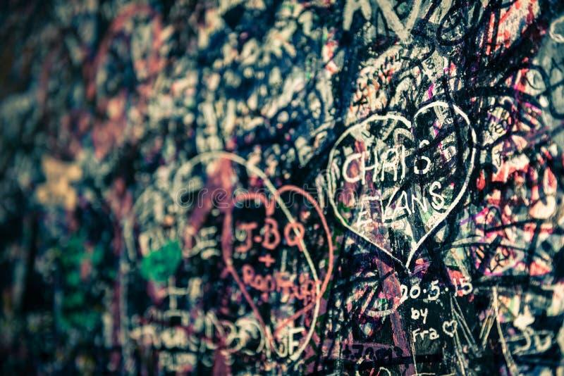 Le mur complètement des messages, Vérone, Italie photos stock