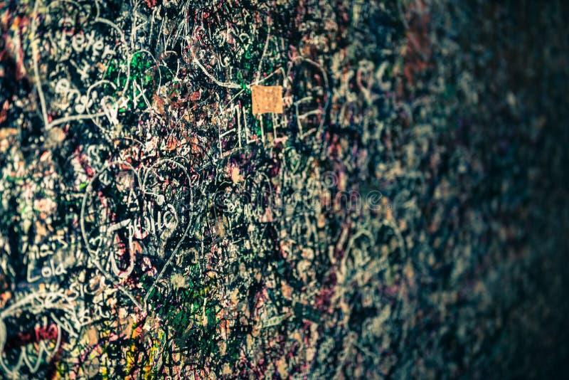 Le mur complètement des messages, Vérone, Italie photographie stock libre de droits