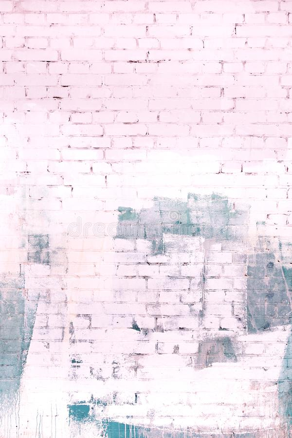 Le mur de briques est peint dans un gris abstrait et pâle - peinture rose Fond, texture photographie stock