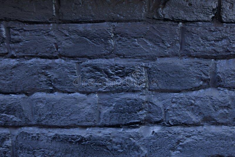 Le mur de briques peint dans le bleu Fond de vieux mur de briques de bleu de vintage Mur de briques bleu Mur de briques bleu-fonc image stock