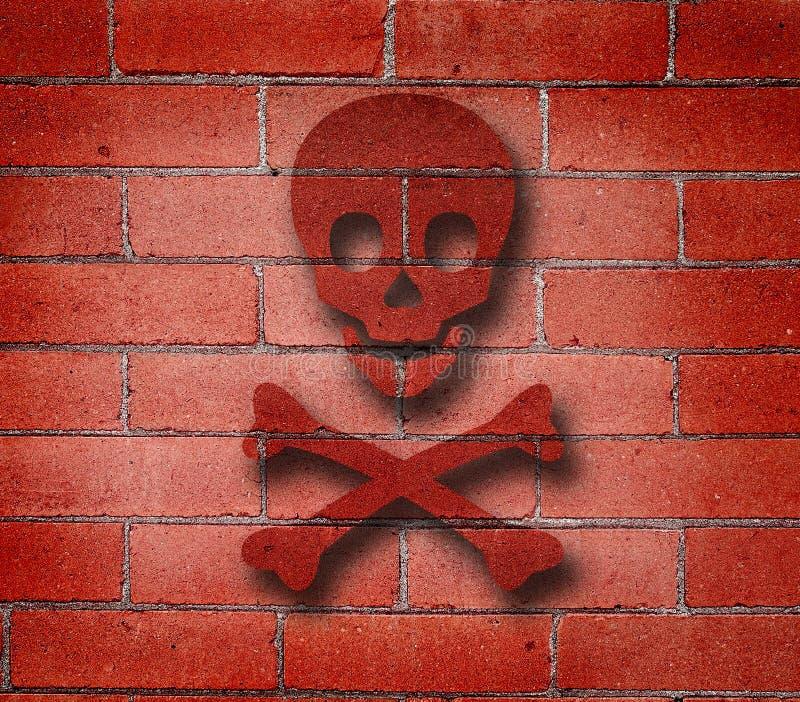 Le mur de briques rouge avec la croix désosse le graffiti images libres de droits