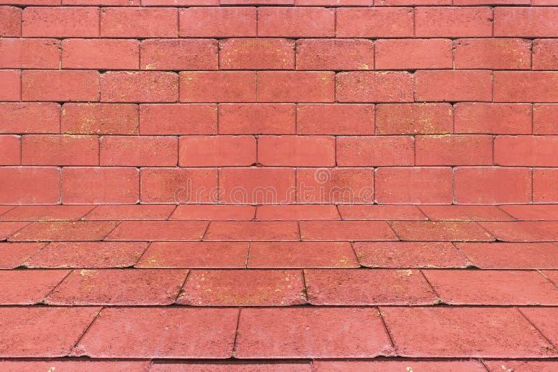 Le mur de briques rouge dans la vue de perspective, modèle de brique a donné au fond une consistance rugueuse image stock