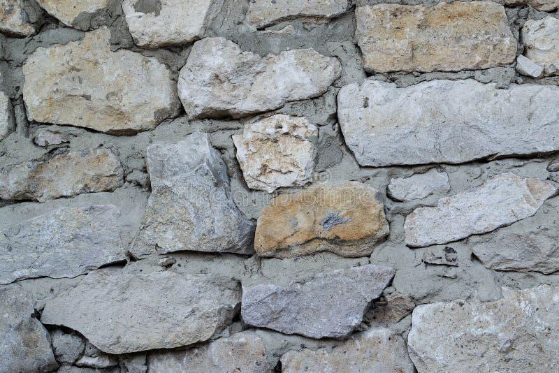 Le mur de grandes pierres taillées rugueuses images libres de droits