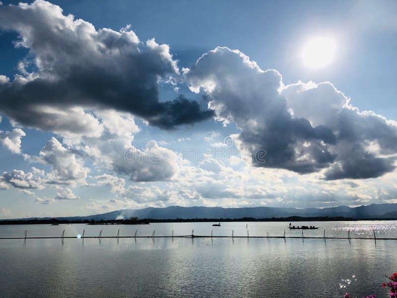 Le mur de voyage de la vie de rivière images libres de droits