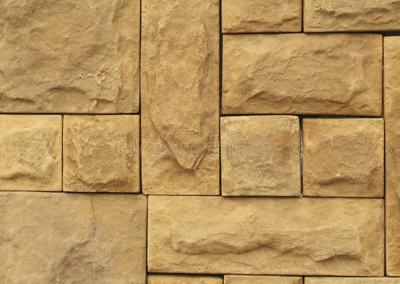 Le mur en pierre brun grunge couvre de tuiles la texture Brun naturel de mur, orange photographie stock libre de droits