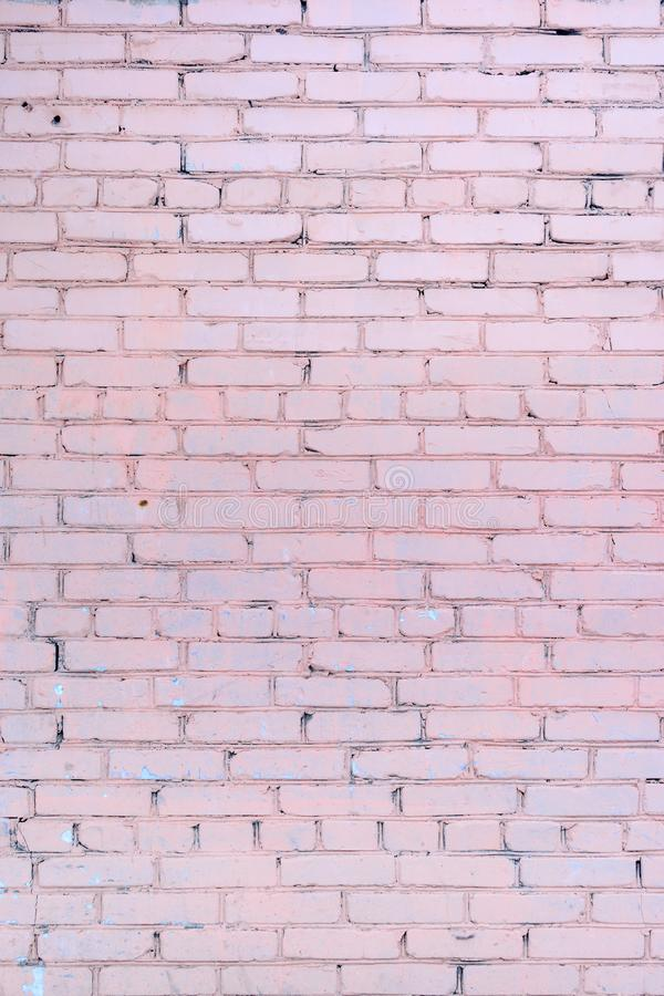 Le mur est fait en brique, peint dans un pâle - couleur rose Beau fond Place vide images stock