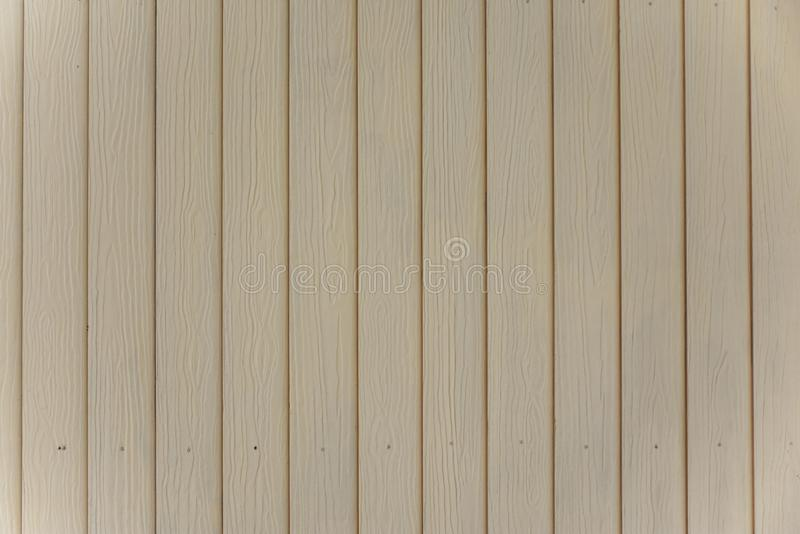 Le mur a garni du bois disposé d'une façon ordonnée Peint dans les dents molles et le regard confortable photographie stock libre de droits