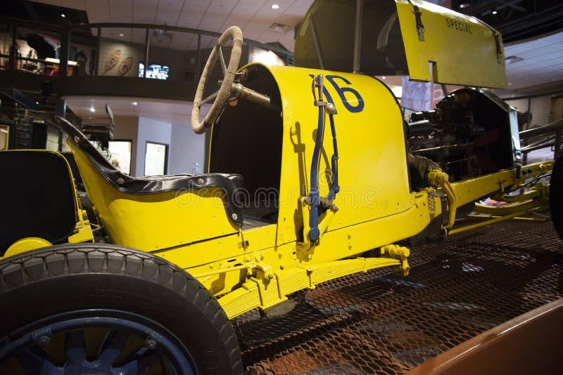 Le mus?e d'h?ritage de Penrose de voiture de course ?de diable jaune ? images libres de droits