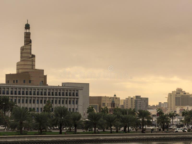 Le musée de l'art islamique domine l'horizon dans Doha, Qatar photo libre de droits