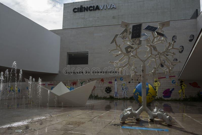 Le musée interactif de la Science avec les objets exposés éducatifs photos stock