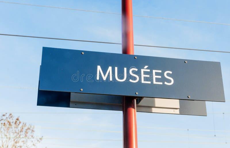 Le musée se connectent le pilier dans des Frances de ville images stock