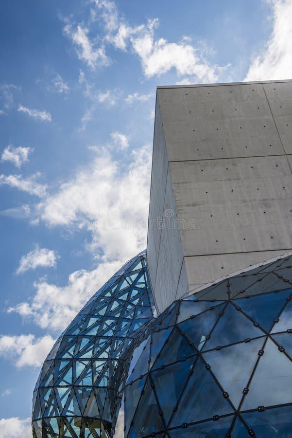 Le musée St Petersburg, la Floride, Etats-Unis de Salvador Dalà image stock