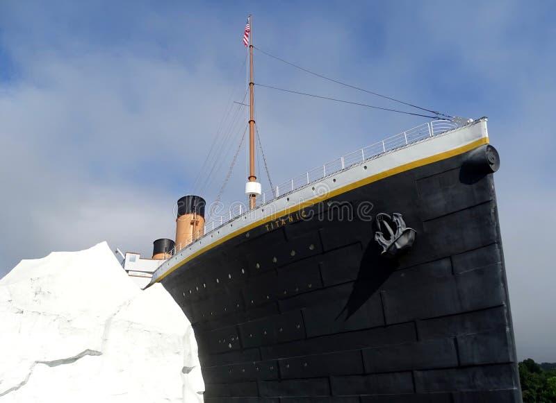 Le musée titanique au Tennessee montrant la reproduction de Titanic frappant a images libres de droits