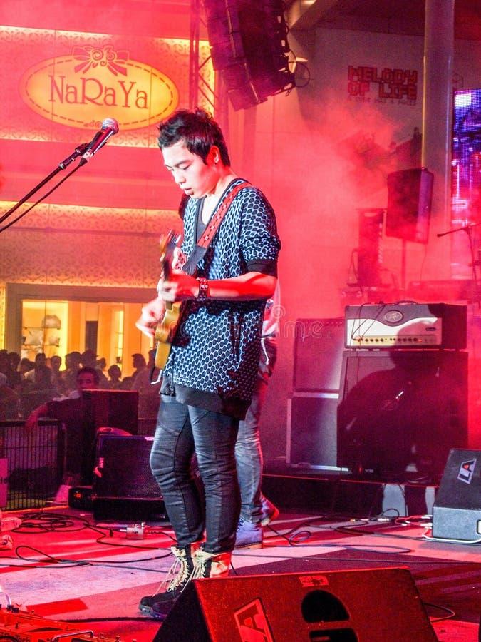 Le musicien est sur la scène, Thaïlande, Thaïlande le 26 mars 2011 photographie stock libre de droits