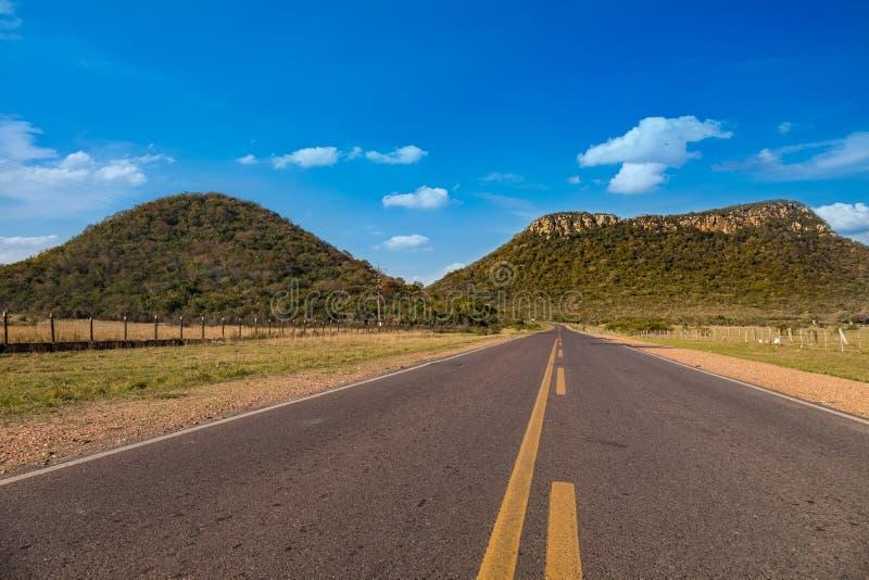 Le nègre de Cerro Jhú Cerro est l'un des points de repère visuels de la ville de Paraguari au Paraguay photographie stock