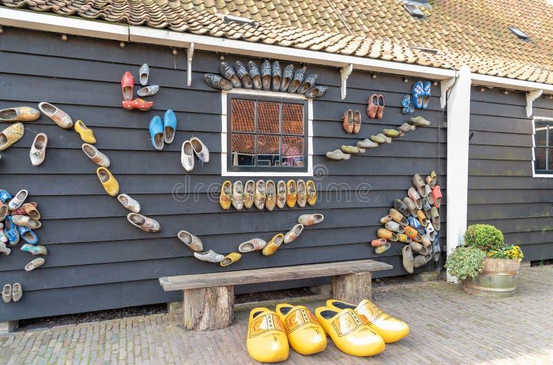 Le Néerlandais coloré traditionnel obstrue dans le musée de Zaandam, Pays-Bas image libre de droits