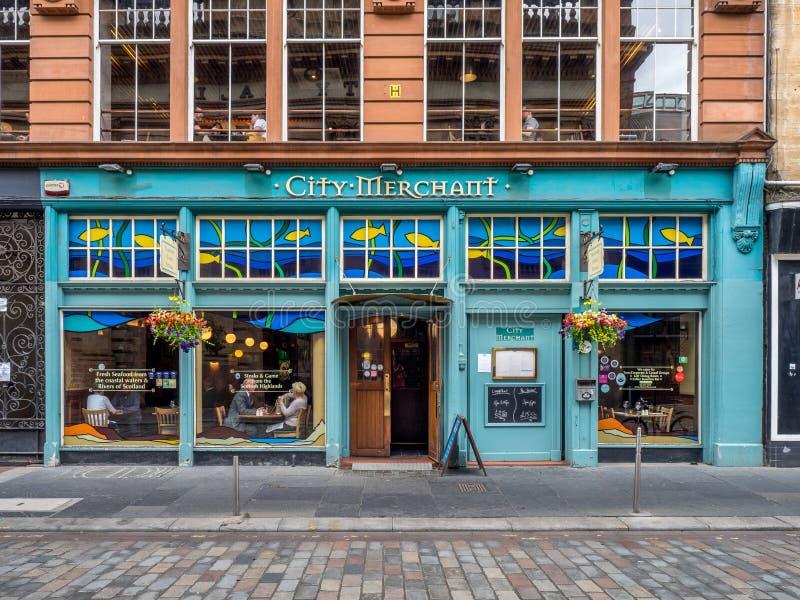 Le négociant de ville à Glasgow, Ecosse photo libre de droits