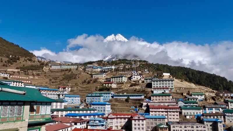Le Népal, Bazar de Namche de village, manière à Everest photos libres de droits