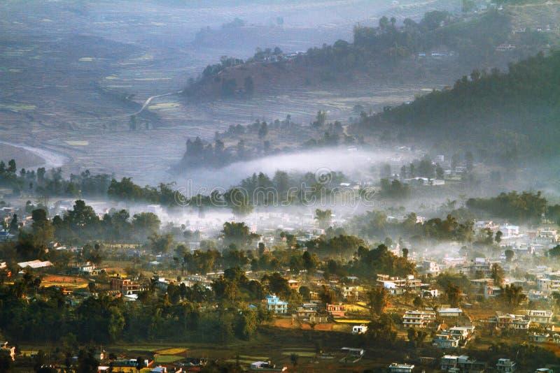 Le Népal, les vallées de l'Himalaya pendant le matin images stock