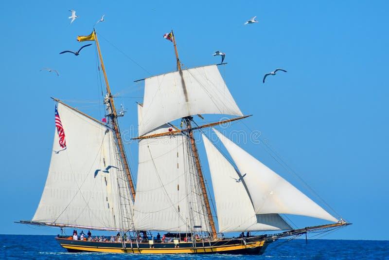 Le navi alte sfoggiano sul lago Michigan in Kenosha, Wisconsin fotografie stock