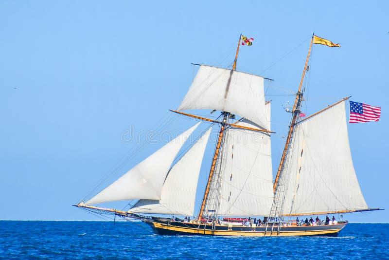 Le navi alte sfoggiano sul lago Michigan in Kenosha, Wisconsin immagine stock