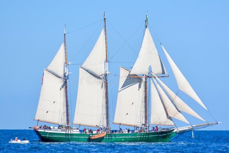 Le navi alte sfoggiano sul lago Michigan in Kenosha, Wisconsin fotografia stock libera da diritti