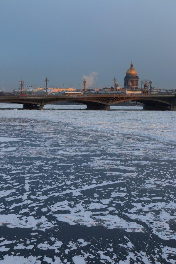 Le Neva congelé photographie stock
