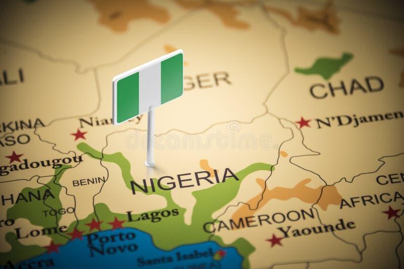 Le Nigéria a identifié par un drapeau sur la carte photos libres de droits