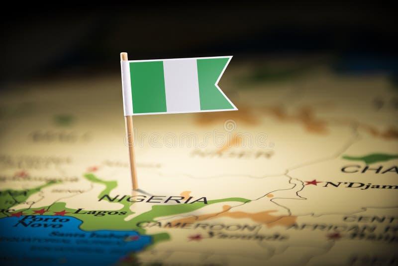 Le Nigéria a identifié par un drapeau sur la carte image stock