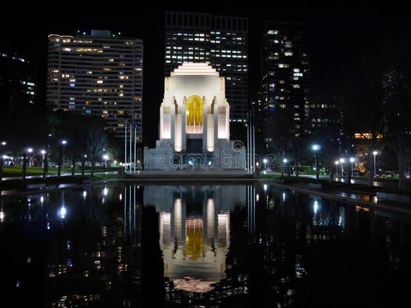 Le nightscene d'ANZAC War Memorial, Hyde Park, Sydney photo libre de droits