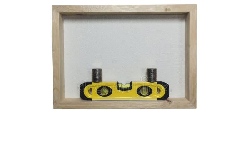 Le niveau jaune de bâtiment, règle d'équilibre avec la pile invente photos libres de droits