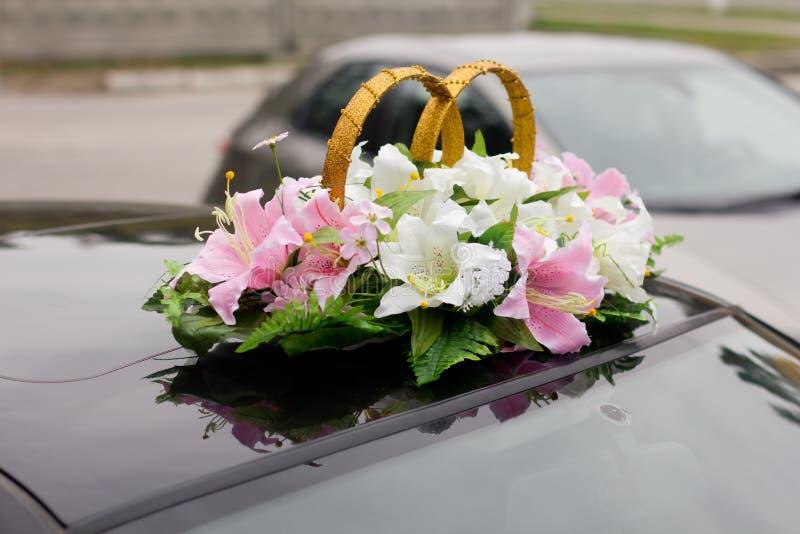 Le noir a décoré la voiture de mariage photographie stock libre de droits