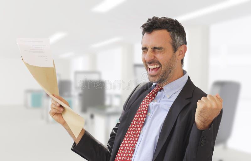 Le notizie di promozione del lavoro sono arrivato fotografie stock libere da diritti