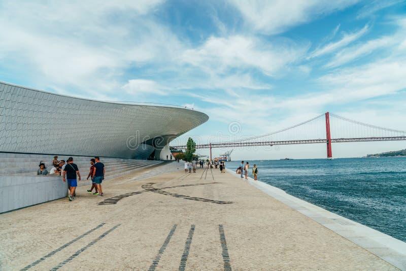 Le nouveau Musée d'Art, architecture et Technology Museu de Arte, Arquitetura e Tecnologia ou MAAT photographie stock