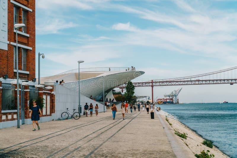 Le nouveau Musée d'Art, architecture et Technology Museu de Arte, Arquitetura e Tecnologia ou MAAT images libres de droits
